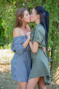 Lexi Layo and Sybil A kissing
