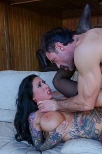 Charles Dera deep in curvy babes pussy