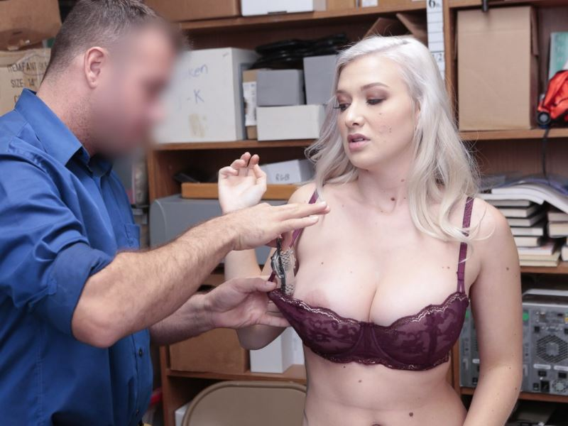 Shoplyfter fucky sucky with Emily Right